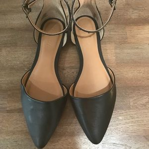 NWT Old Navy black studded flats with strap